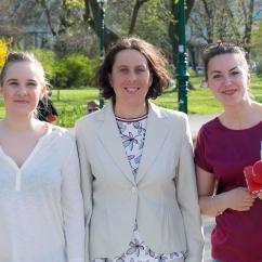 Ustanoviteljici Iniciative za slovenski vrtec Natalija Svetina in Maja Monrue ter novinarka slovenskega ORF programa Sarah Rogounig (o.l.p.d.)